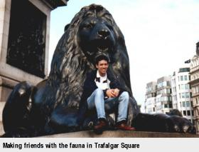 [Making friends with the fauna in Trafalgar Square]