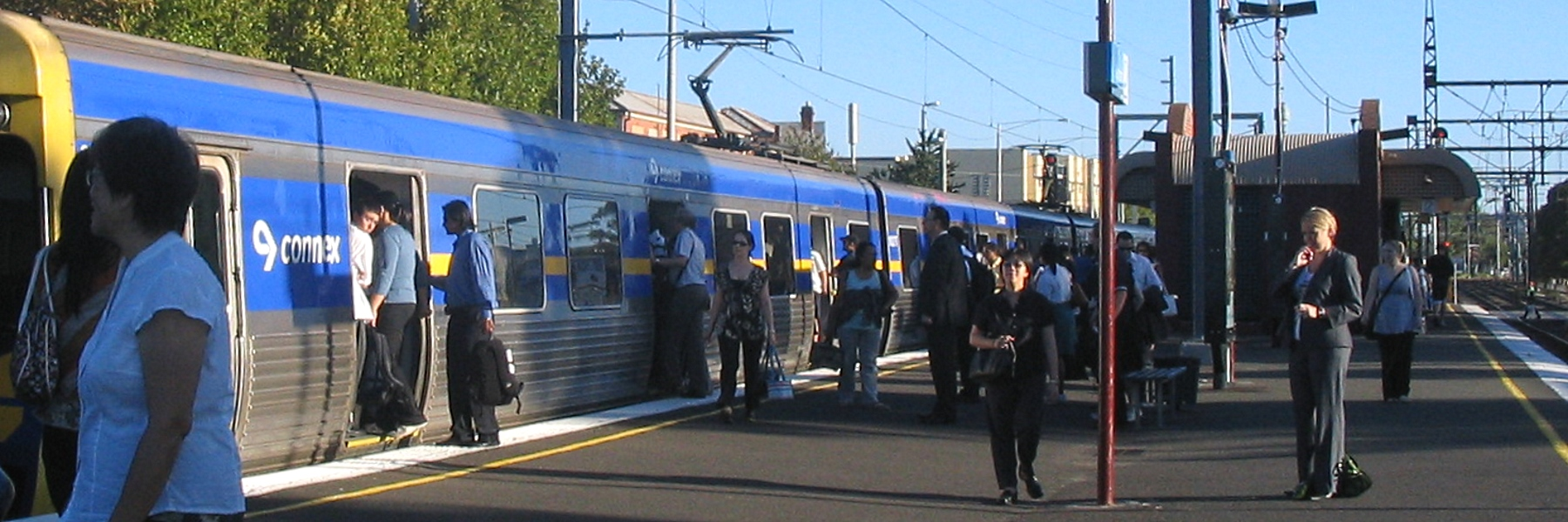 Crowded train at Glenhuntly, 2007