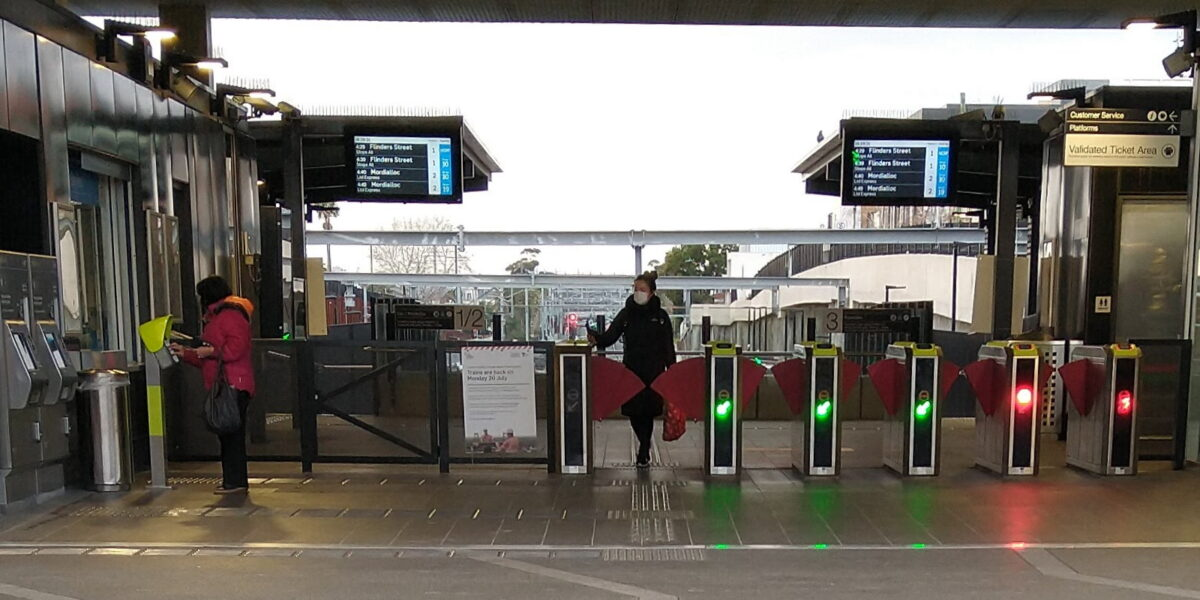 Bentleigh station, passenger wearing mask
